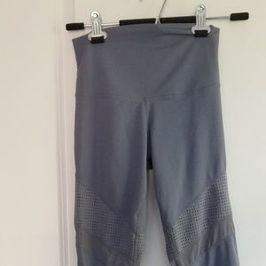 Define Your Inspiration small gray crop leggings